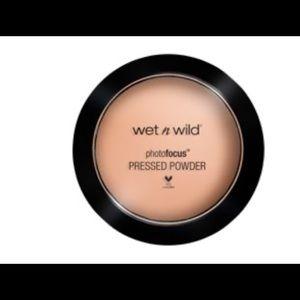 Other - Wet n Wild photo focus pressed powder